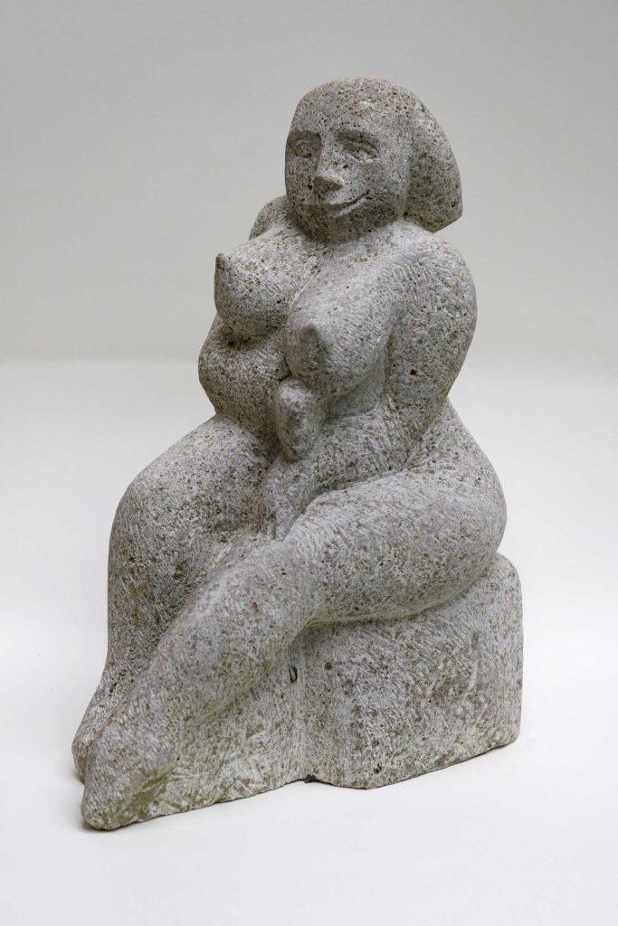 Chefin, Muschelkalk, 32 x 16 x 27 cm