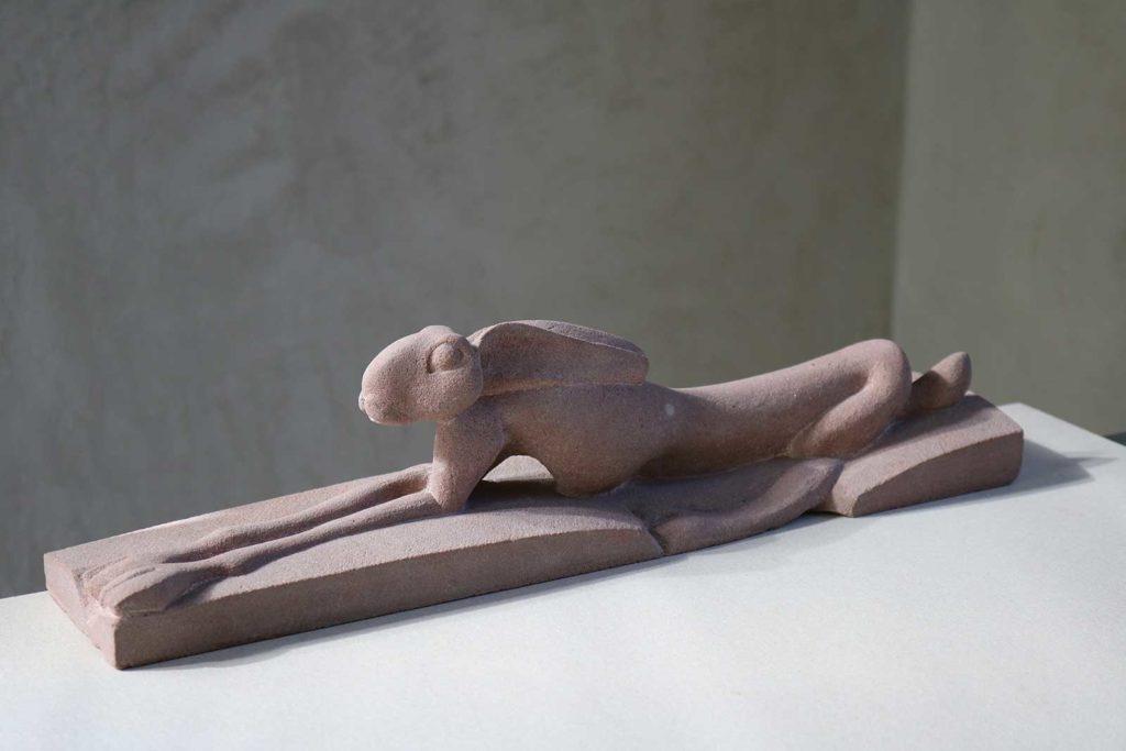 Hase, Sandstein, 11 x 40 x 9 cm