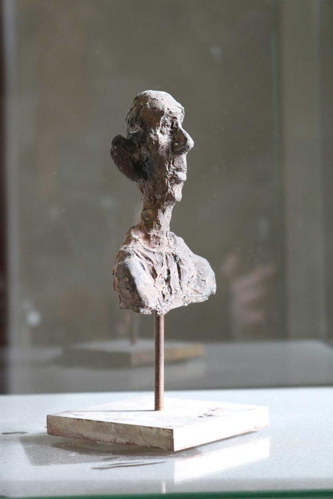 Ein kluger alter Mann, Bronze, 22 x 8 x 8 cm